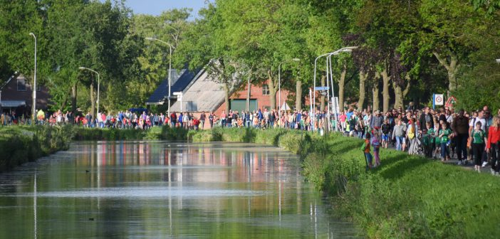 Finaleavond van de Leekster Wandelvierdaagse met 1200 lopers (Foto's/video)