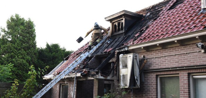 Felle brand in leegstaand kantoorpand in centrum Leek