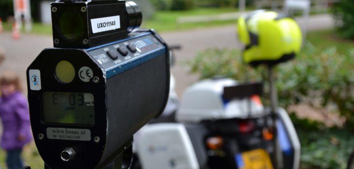 Tolberter rijdt 161 km/u op 80 km/u weg, politie vordert rijbewijs in