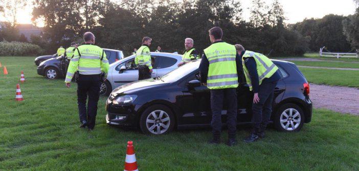 Honderden auto's gecontroleerd tijdens verkeerscontrole in Leek en Zevenhuizen