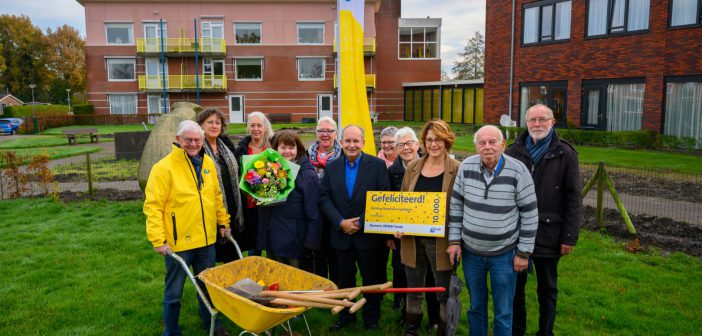 Dörpstuun Grootegast krijgt cheque €10.000 van ANWB; 'Mooiste project in Groningen'