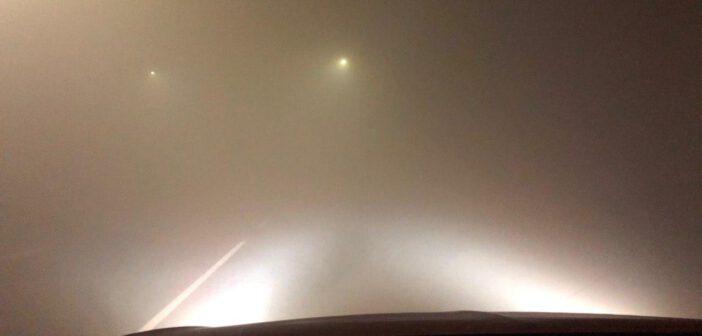 Dichte mist in het noorden van het land